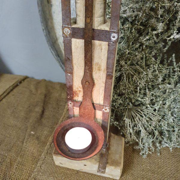 Stoere houten kandelaar 'lepel' nr. 2