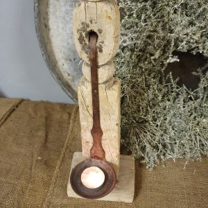 Stoere houten kandelaar 'lepel' nr. 1