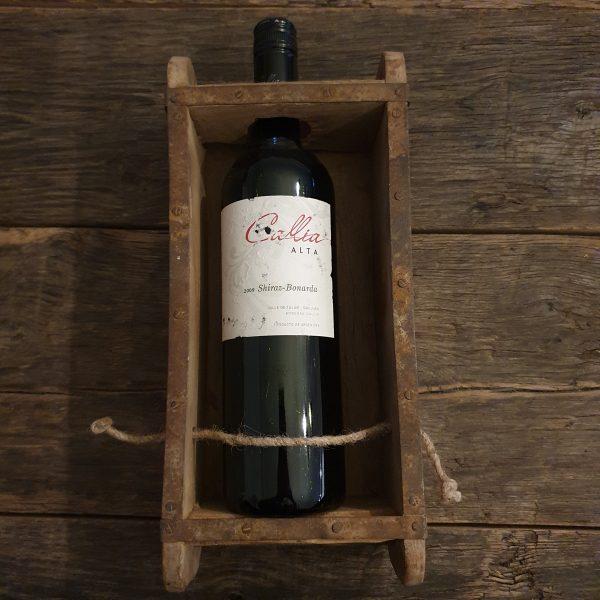 Oude baksteenmal voor wijnfles