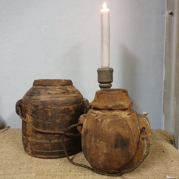 Oud Nepalees kruikje met koord