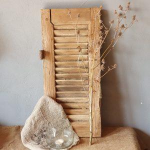 Oud houten luikje